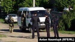 Кырымда полиция һәм ФСБ вәкилләре (архив фотосы)