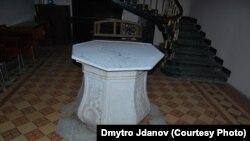 Колодязь всередині одеського Будинку вчених
