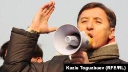 ЖСДП тең төрағасы Болат Әбілев. Алматы, 28 қаңтар 2012 жыл.