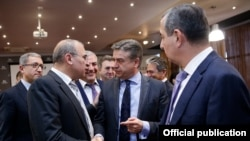 Armenia - Prime Minister Karen Karapetian (C) talks to Russian-Armenian businessmen at an event in Yerevan, 25Mar2017.