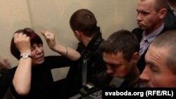 Людміла Мірзаянава падчас суду над сынам Фёдарам, травень 2011