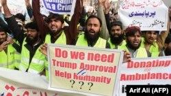 Пакистандын Лахор шаарында өткөн АКШга каршы демонстрациянын катышуучулары. 2-январь, 2018-жыл.