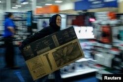 """""""Черная пятница"""" – ежегодный день больших торговых скидок после Дня благодарения в США, апофеоз потребительской лихорадки"""