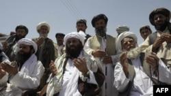 """""""Әл-Каида"""" ұйымының өлген басшысы Усама бин Ладенді еске алып, құран бағыштап отырған Үндістанның Кашмир аймағындағы мұсылмандар. 6 мамыр 2011 жыл."""