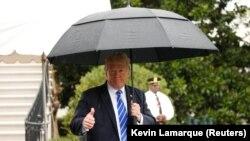 Президент США Дональд Трамп перед отлетом из Белого дома