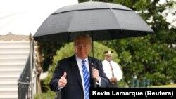 Дональд Трамп перад вылетам зь Белага дому, 6 верасьня 2017