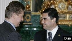 "Orsýetiň ""Gazprom"" kompaniýasynyň başlygy Alekseý Miller (ç) we Türkmenistanyň prezidenti Gurbanguly Bedimuhamedow (s)"