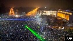 رومانیاییها در گستردهترین تظاهرات پس از سرنگونی چائوشسکو در سال ۹۸ شرکت کردند