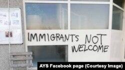 Grafiti protiv migranata ispisani na zidu udruge za pomoć Are you Syrious (AYS) u Zagrebu