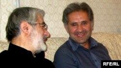 علی حبیبی موسوی در کنار داییاش میرحسین موسوی