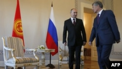 Russian President Vladimir Putin (left) and his Kyrgyz counterpart Almazbek Atambaev. (file photo)