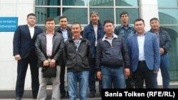 Жаңа еңбек кодексі жобасына қарсы маңғыстаулық мұнайшылардың парламент мәжілісіне барған кездегі суреті. Астана, 7 қыркүйек 2015 жыл.