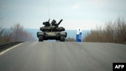 Военная техника пророссийских сепаратистов недалеко от Кировска на востоке Украины, 21 апреля 2015 года. Иллюстративное фото.