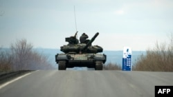 تانک جداییطلبان هوادار روسیه در جمهوری خودخوانده دونتسک اوکراین