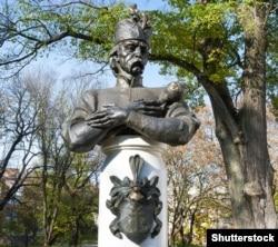 Пам'ятник гетьману України Івану Мазепі в Чернігові