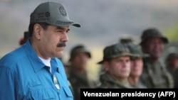 نیکلاس مادورو، رئیسجمهوری ونزوئلا که مشروعیتش توسط خوان گوایدو به چالش کشیده شدهاست
