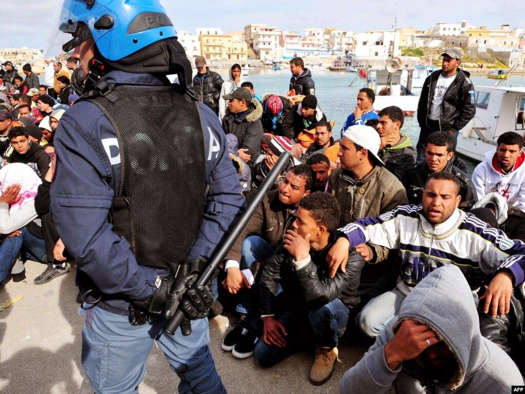 Правительство Дании решило оставлять беженцам не 3000, а 10 000 крон