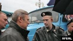Вступать в дискуссию с милицией Касьянову не впервой. В Уфе, правда, тема беседы была не вполне обычной