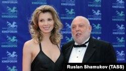 Продюсер Енді Вайна (праворуч) помер у віці 74 років