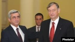 Armenia -- President Serzh Sarkisian (L) meets with his Slovenian counterpart, Danilo Turk, in Yerevan, 11Oct2010.