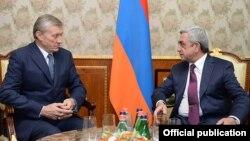 Серж Саргсян (справа) и Николай Бордюжа (архив)