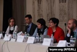 Учасники дискусії «Грузинський досвід для України: проблеми переміщених осіб»