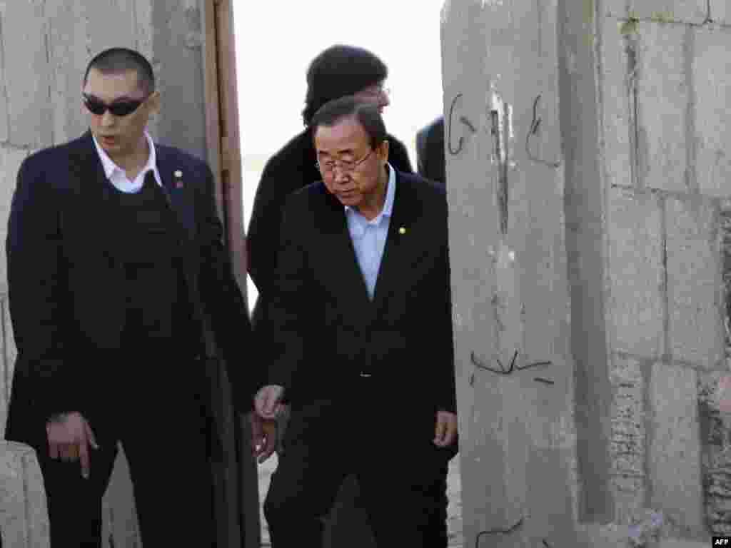 Генэральны сакратар ААН Пан Гі Мун наведвае паласу Газы.