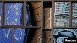 Odsjaj zastave Evropske unije na zgradi Evropske komisije, Brisel