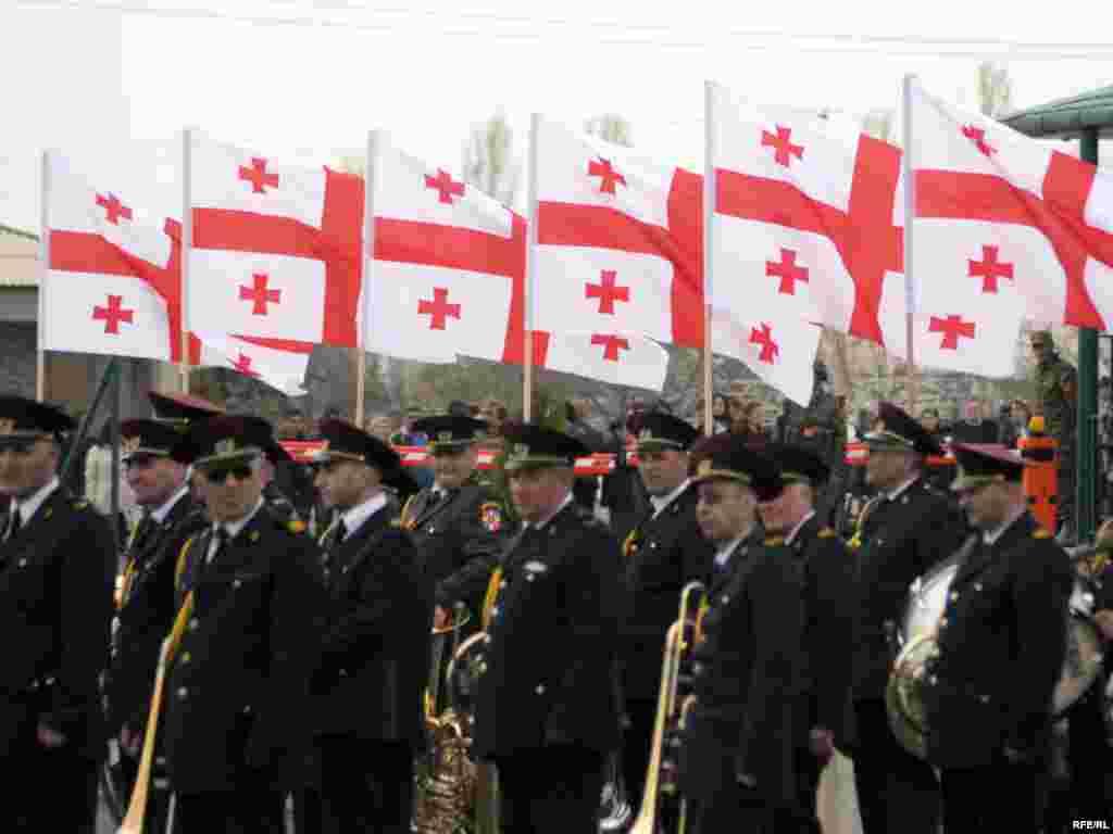 გაცილების ცერემონიაზე - ავღანეთში გაემგზავრა საქართველოს შეიარაღებული ძალების 31-ე ბატალიონი, რომელიც 7 აპრილს გააცილეს ვაზიანის სამხედრო ბაზიდან. ცერემონიაში მონაწილეობდნენ საქართველოს თავდაცვის სამინისტროს მაღალჩინოსნები და აშშ-ის საზღვაო ქვეითი ძალების სარდლობის დელეგაცია. ქართული ბატალიონი, ამერიკელ საზღვაო ქვეითებთან ერთად, ავღანეთის ჰელმანდის პროვინციაში განთავსდება.