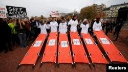 اعتراض اعضای «پزشکان بدون مرز» به حمله هوایی به بیمارستانهای پزشکان بدون مرز از جمله در قندوز در ژنو