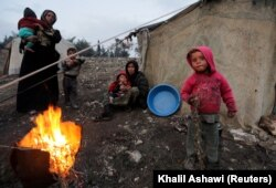 Беженцы из других провинций Сирии в окрестностях Идлиба. 6 февраля 2020 года