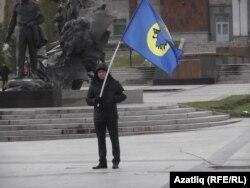 """""""Күк бүре"""" активисты ялгыз пикет үткәрә"""