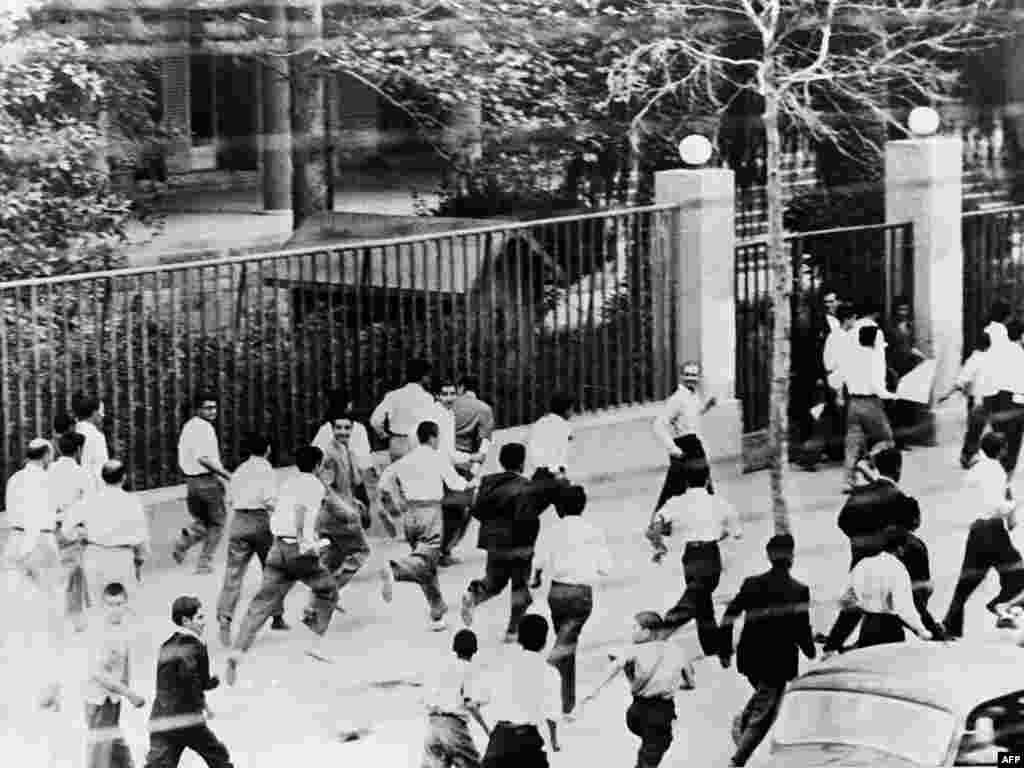 درگیری های مقابل دانشگاه تهران در روز ۲۸ مرداد ۱۳۳۲