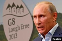 """Президент России Владимир Путин на пресс-конференции после саммита """"Большой восьмерки"""" в Северной Ирландии. 18 июня 2013 года."""