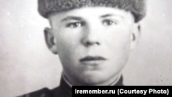 Aleksandr Kolotushkin as a young soldier in 1945