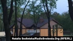 Будинок, який за даними журналістів ЗІК належить родині Сергія Чеботаря