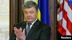 Petro Poroshenko gjatë konferencës së sotme për shtyp në Kiev pas bisedimeve me sekretarin Tillerson