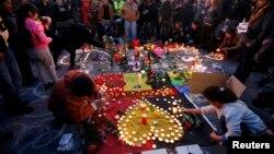 Brüssel terror qurbanlarını anır.