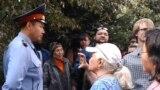 Almaty. Proteste gözegçilik edýän polisiýa ofiseri. Arhiw suraty