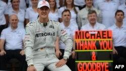 """Михаэль Шумахер, гонщик """"Формулы-1"""", после завершения гонки в Сан-Паулу. 25 ноября 2012 года."""