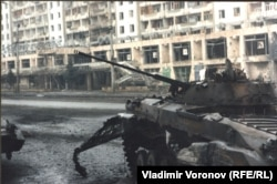 Сгоревший БМП-2 в Грозном, конец 1994 г.