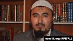 Рашод Кори Камолов, имам мечети «Ас-Сарахси» района Кара Су города Ош, которого обвиняют в разжигании религиозной розни.