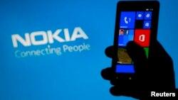 """Ишканынын """"Nokia Lumia"""" смартфонунун Босниядагы бет ачаарында, 6-май, 2013"""