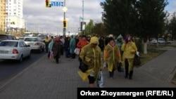 Астанаға жиналған борышкерлер. 1 қазан 2013 жыл.