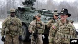Soldați americani la centrul de trafic aerian din Karmelava, Lituania