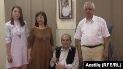 Айдер Асанов улы Эдип, кызы Эльмира һәм оныгы Эвелина белән