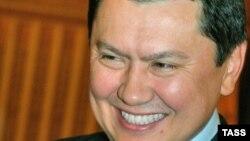 Рохат Алиев қотиллик соди этилган пайтда Қозоғистон Миллий хавфсизлик қўмитаси раиси ўринбосари бўлган.