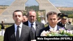 Имидж государства больше страдает от открытого противостояния между президентом и правительством, старт которому дал Бидзина Иванишвили, публично высказав разочарование из-за того, что Маргвелашвили занял президентскую резиденцию