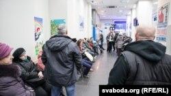 Очередь за наличными долларами в одном из банков Минска в декабре 2014 года