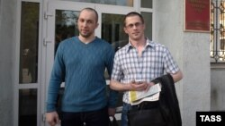 Vadim Kovtun (left) and Alexei Nikitin stand outside a Vladivostok courtroom after being cleared of murder following a retrial.